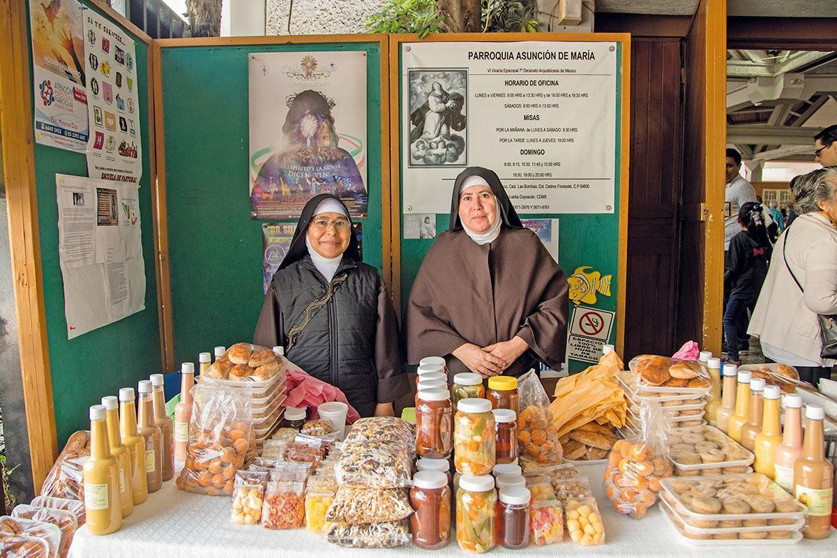 Hermanas Clarisas vendiendo rompope. Foto: María Langarica