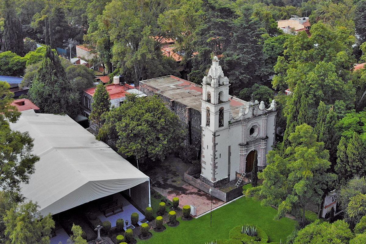 La parroquia de San Jerónimo está cerrada por daños, pero las Misa siguen en la capilla anexa.