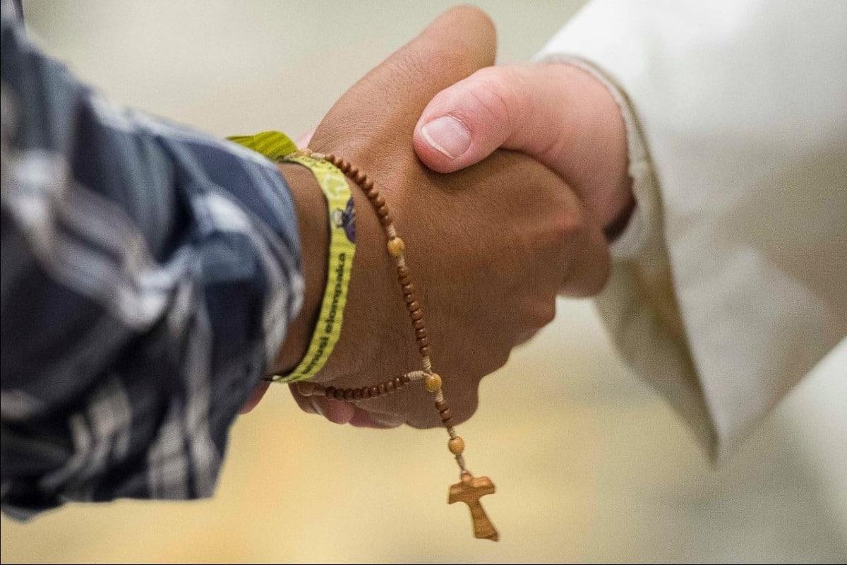 Papa Francisco da mensaje a misioneros. Foto Vatican News