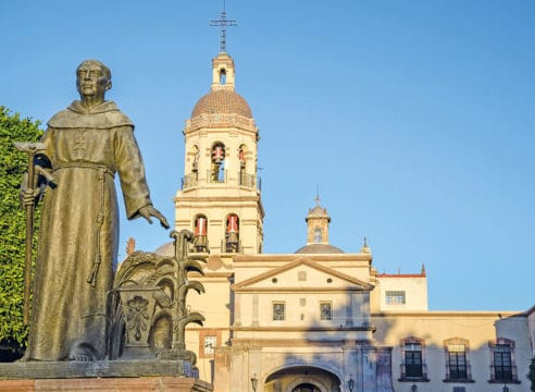 Conoce el convento que resguarda un árbol de cruces y espinas
