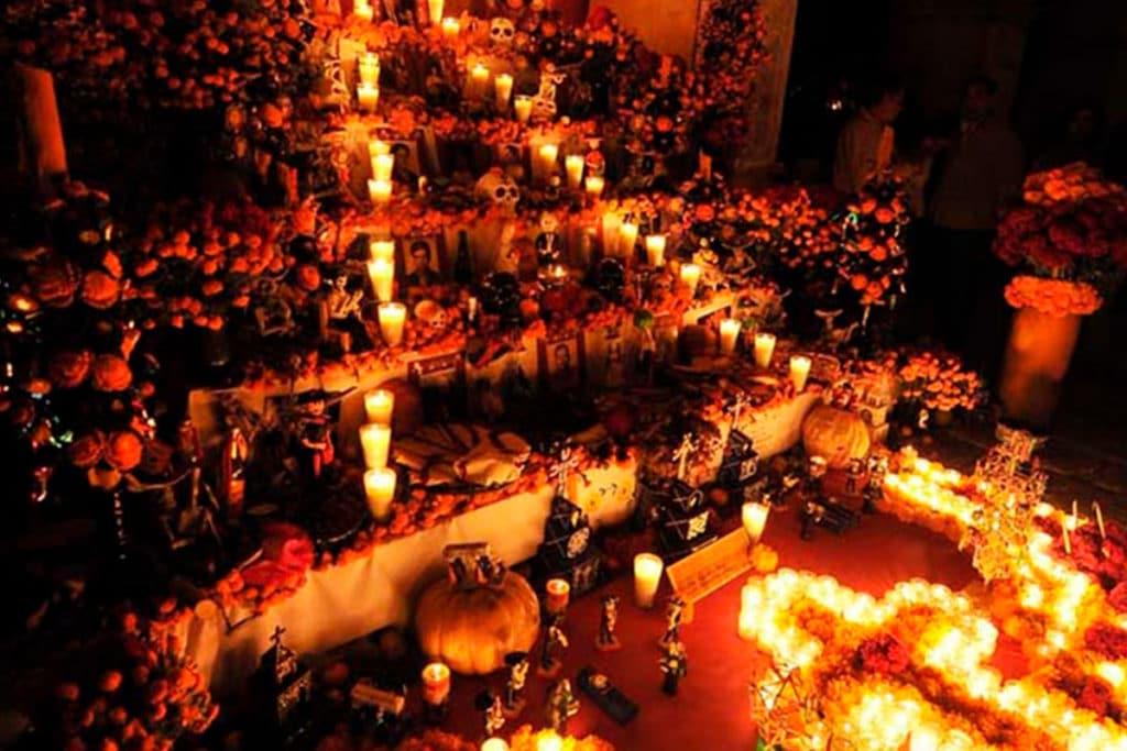 El 1 de noviembre recordamos a Todos los Santos y el 2 de noviembre a los fieles difuntos.