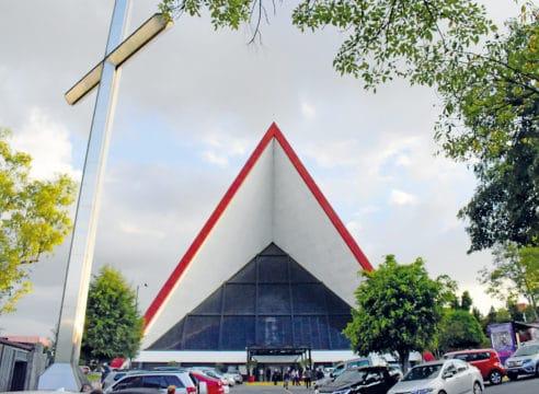 La iglesia que intervino Vasarely, el 'artista que engañaba a la vista'