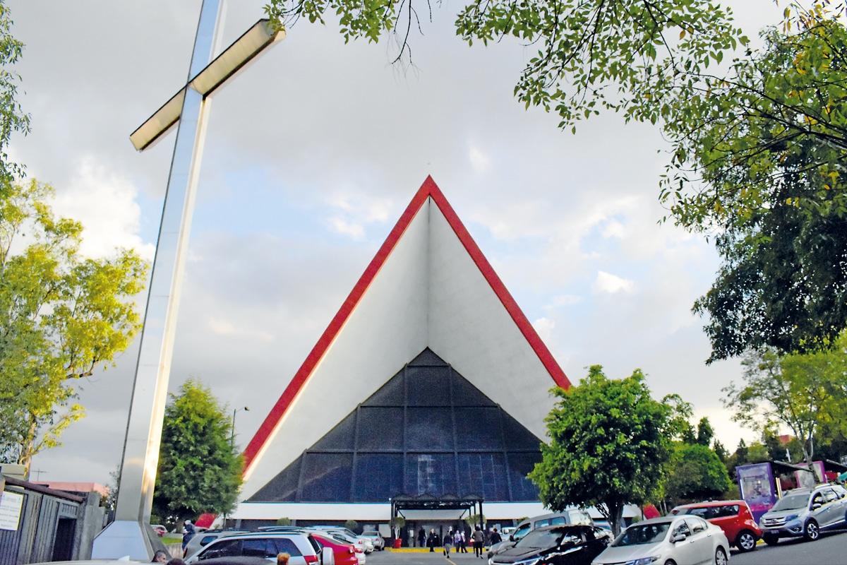 La Parroquia del Señor de la Resurrección tiene detalles del artista Víctor Vasarely.