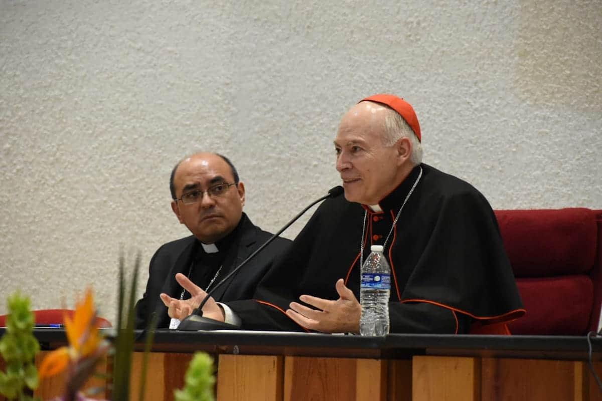 El Cardenal Carlos Aguiar Retes en reunión con decanos y vicedecanos. Foto: Ricardo Sánchez