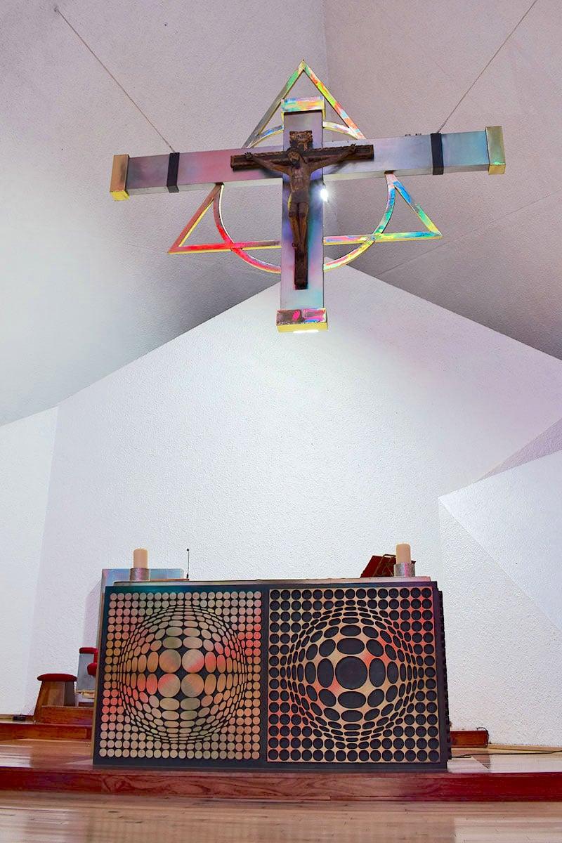El altar de la la Parroquia del Señor de la Resurrección. Foto: Ricardo Sánchez