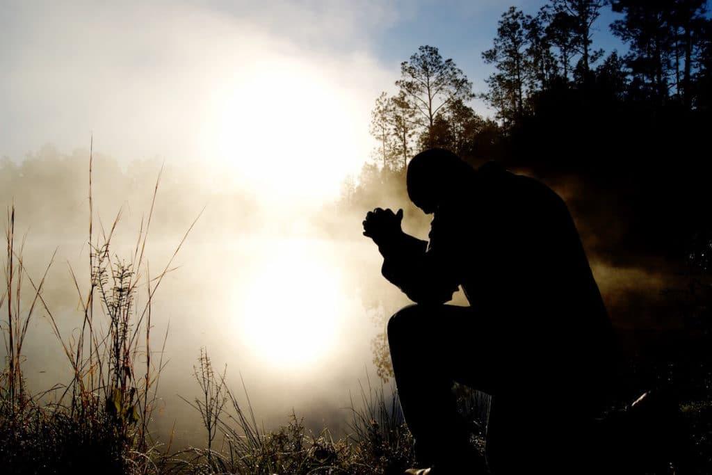 Las dificultades, enfermedades y problemas, no deben impedirnos captar la presencia amorosa de Dios. Foto: Cathopic