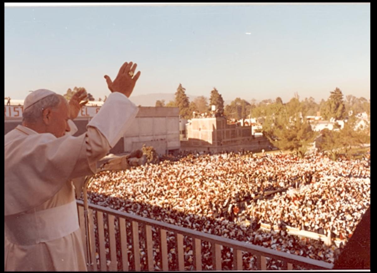 Visita de Papa Juan Pablo II al Instituto Miguel Ángel, en la Ciudad de México, el 30 de enero de 1979.