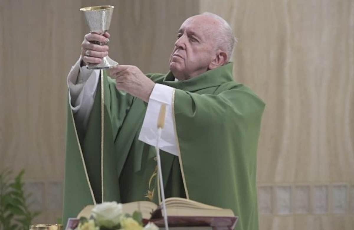 El Papa Francisco celebra la Misa matutina en la Capilla de la Casa de Santa Marta. Foto: Vatican Media