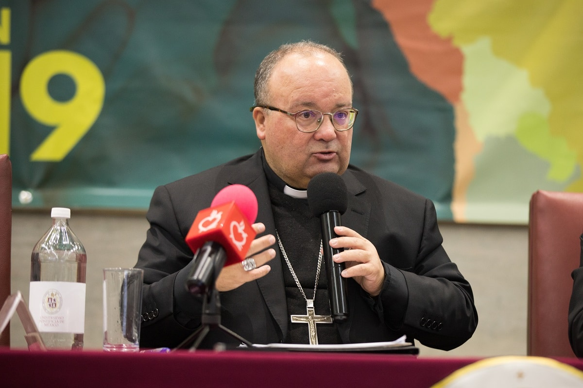 Mons. Charles Scicluna en la Universidad Pontificia. Foto: María Langarica.