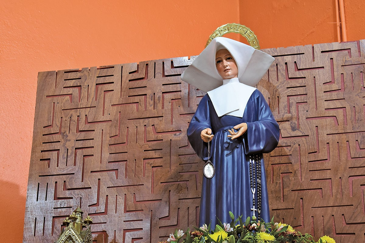 Esta parroquia resguarda una reliquia de primer grado de la religiosa Santa Catalina Labouré. Foto Ricardo Sánchez