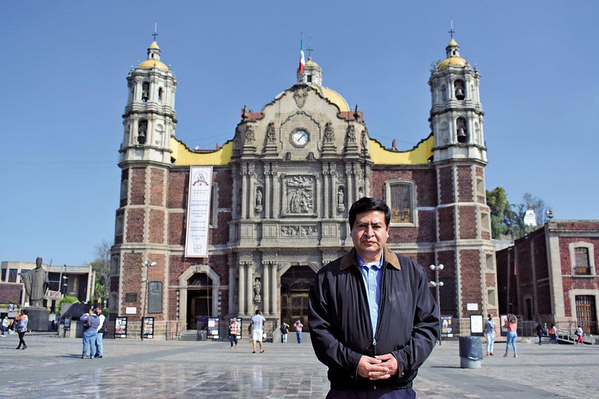 El Sacerdote Juan Castillo Hernández, Capellán de la Antigua Basílica. Foto Ricardo Sánchez