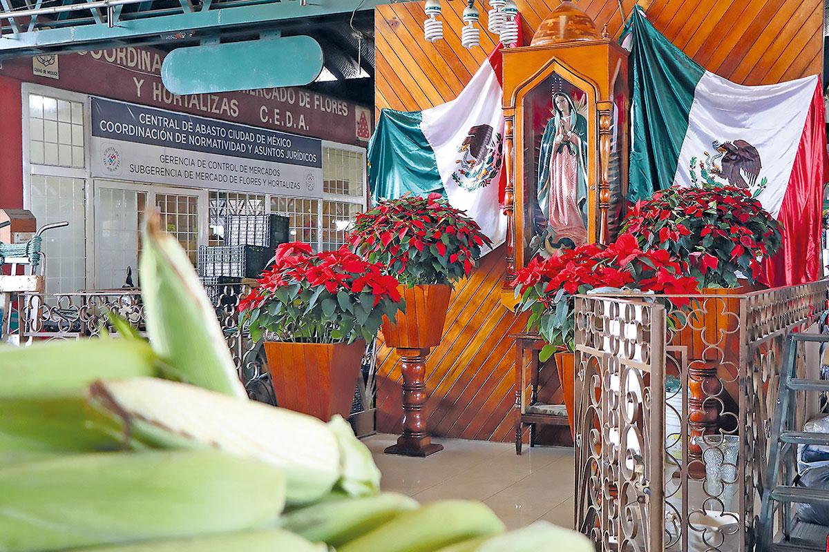 Existen cerca de 37 altares a la Virgen de Guadalupe en la Central de Abasto. Foto Cortesía Central de Abasto