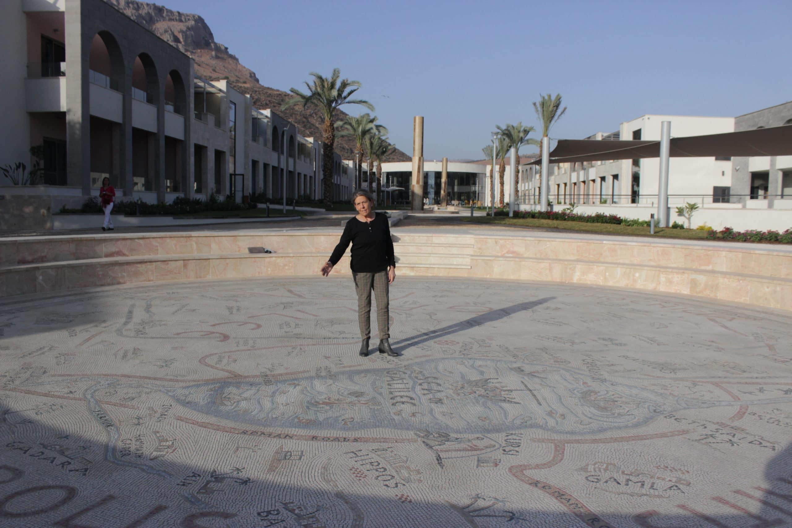 La artista María Jesús sobre el Mapa de Galilea