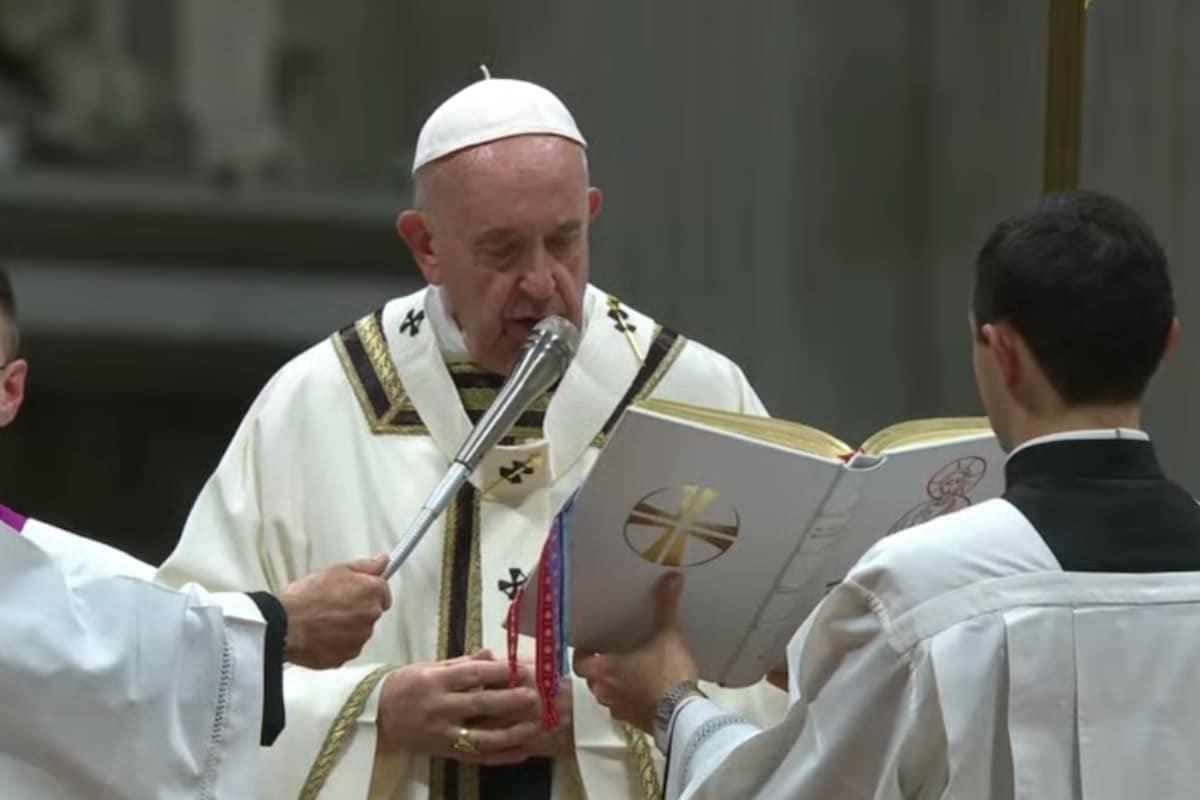 El Papa Francisco durante la Misa de Nochebuena. Foto: Vatican Media