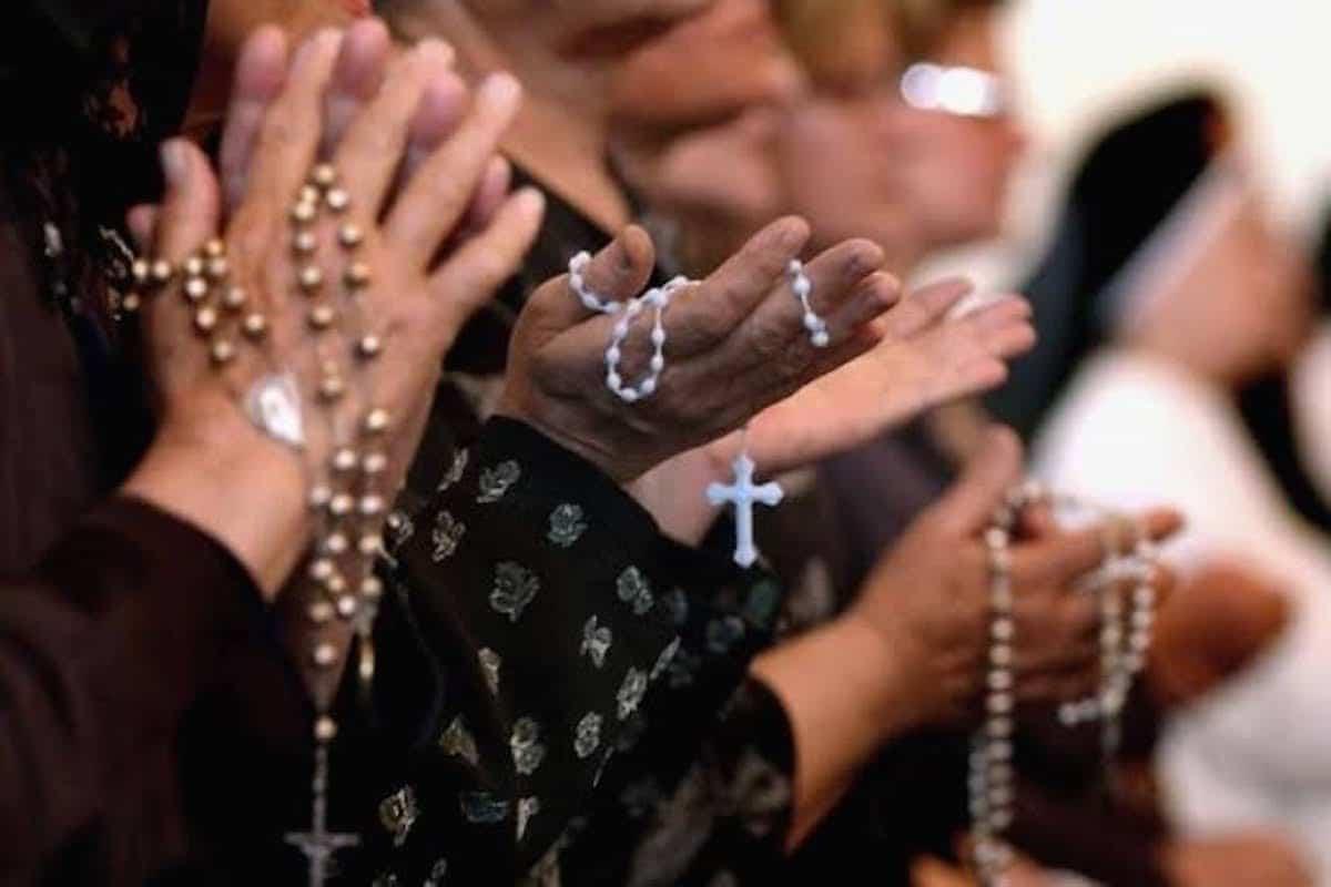 Cruzada del rezo del Santo Rosario. Foto: Especial