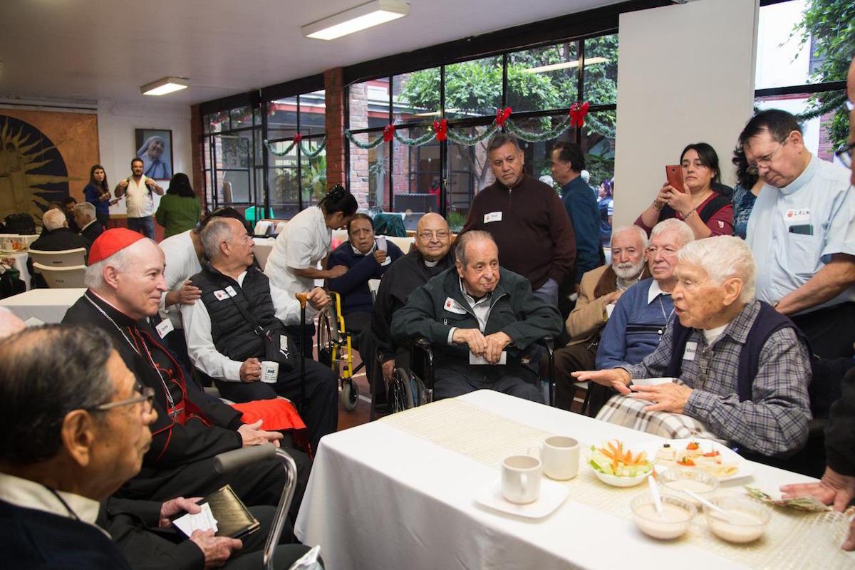 Reunión de los sacerdotes eméritos. Foto: María Langarica