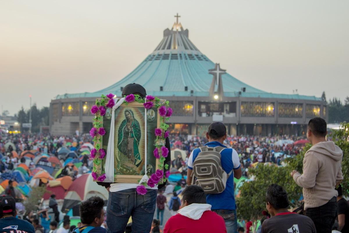Peregrinos frente a la Basílica de Guadalupe. Foto: María Langarica