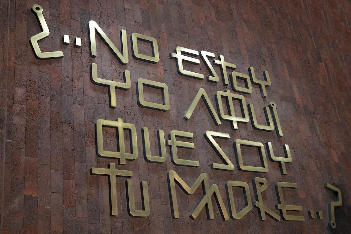 Mensaje de la Virgen de Guadalupe al pueblo mexicano, grabado en la tipografía diseñada por Fray Gabriel Chávez de la Mora. Foto: María Langarica