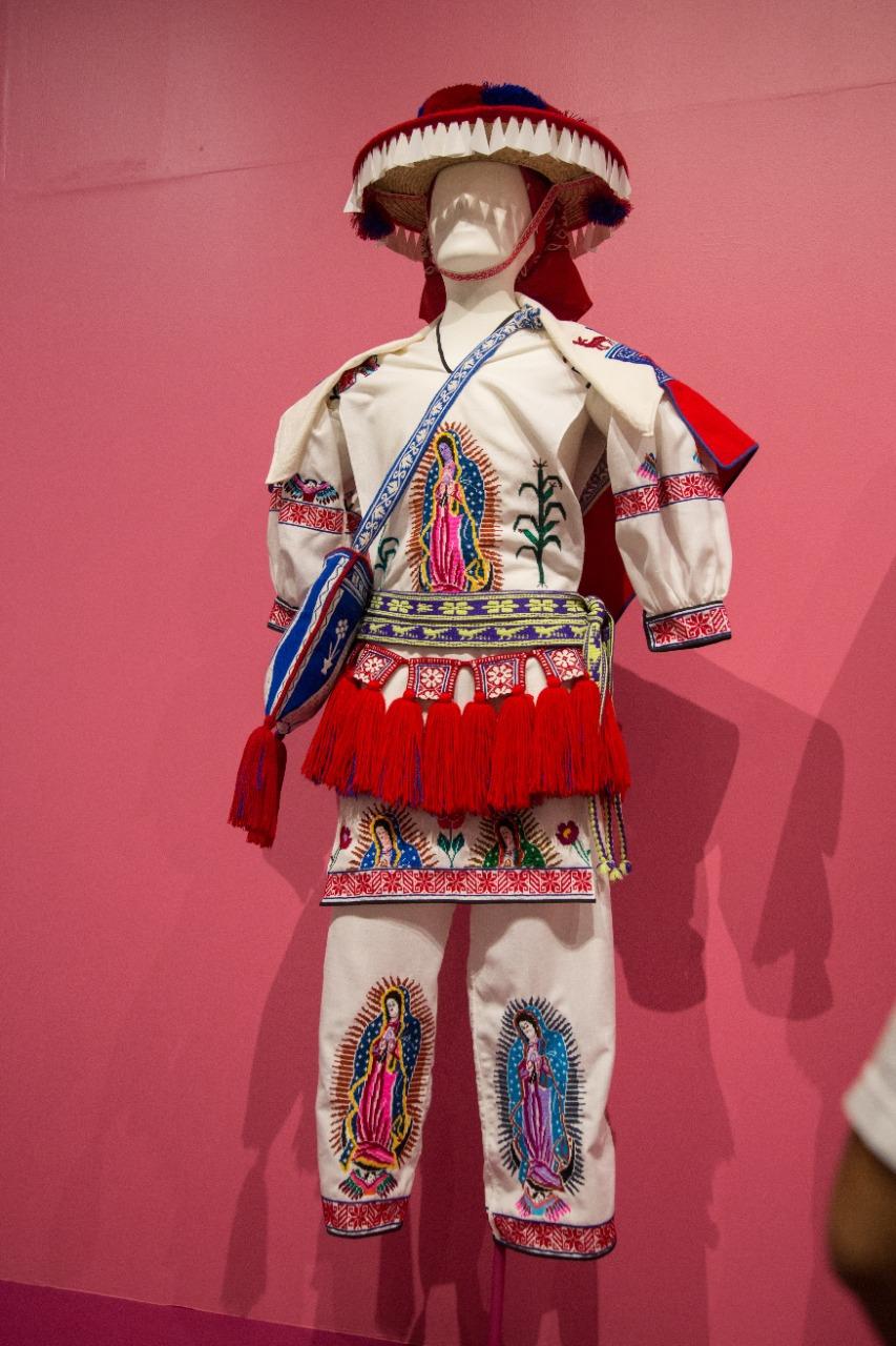 Todas las piezas son bordadas a mano. Foto: María Langarica