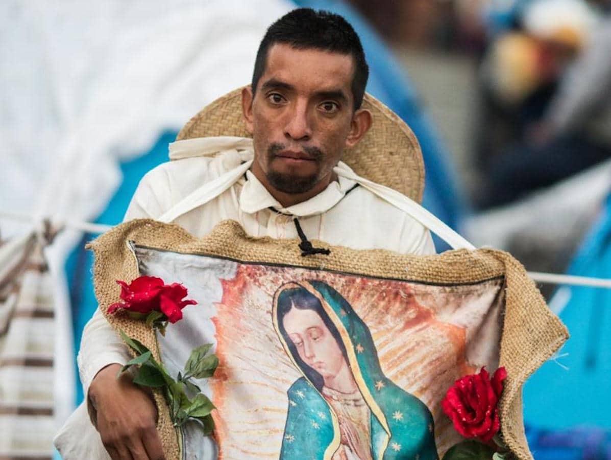 Peregrino disfrazado de San Juan Diego, el primer santo indígena de México. Foto: María Langarica