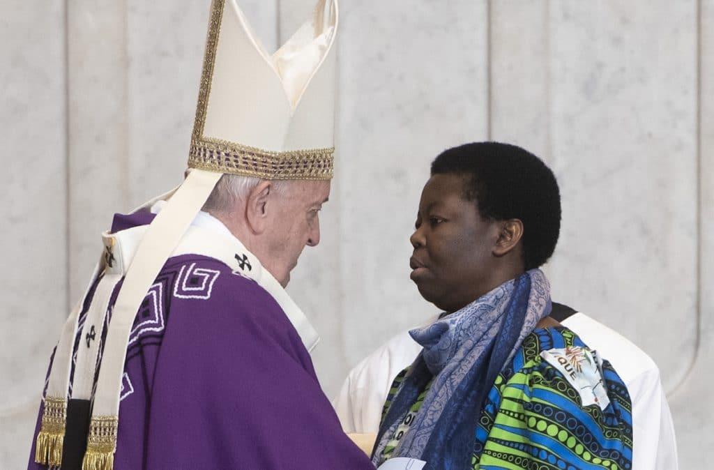 El Papa Francisco con la comunidad congoleña. Foto: L'Osservatore Romano
