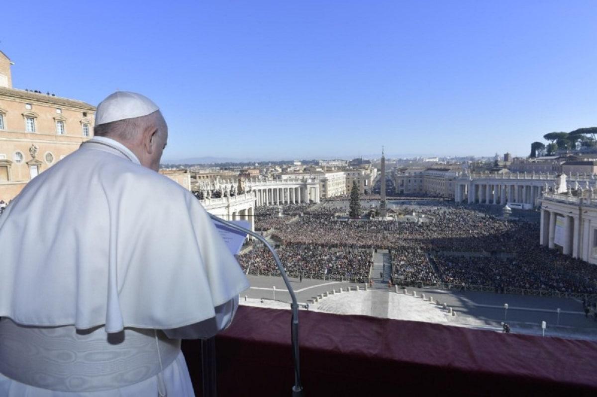 Foto: El Papa durante la bendición Urbi et Orbi en Navidad 2019. Foto: Vatican Media.