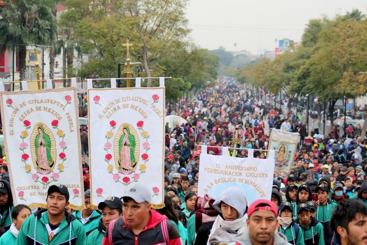 Peregrinos rumbo a la Basílica de Guadalupe. Foto: Miguel Ávila