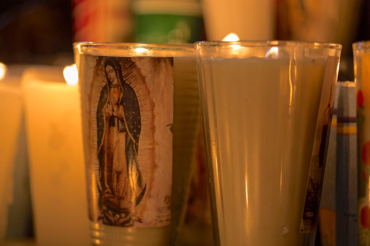 Veladoras a la Virgen de Guadalupe. Foto: María Langarica