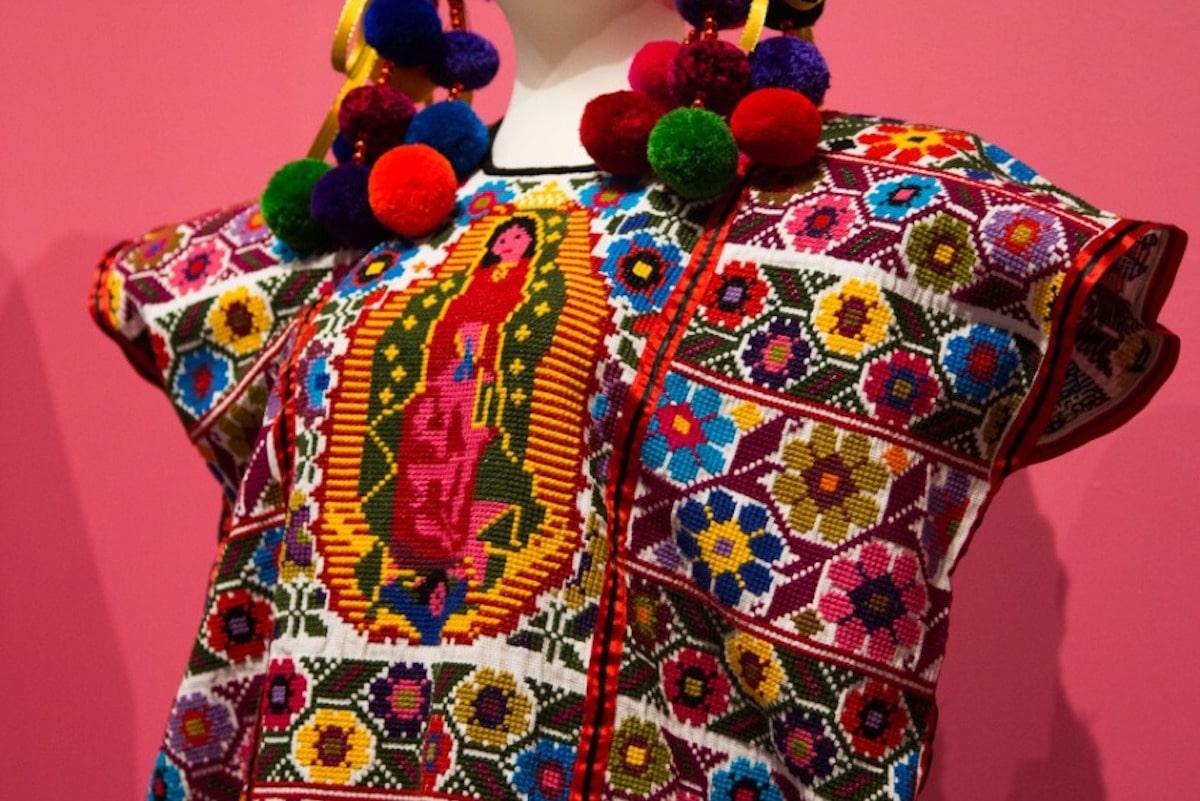 Vestimenta con bordado de la Virgen de Guadalupe. Foto: María Langarica