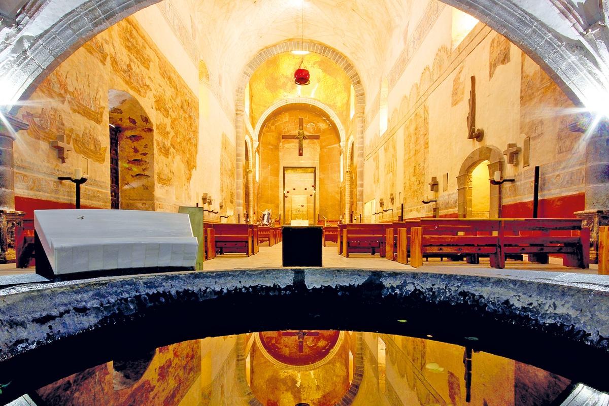 Las paredes laterales de la Catedral de Cuernavaca ocultan murales antiguos.