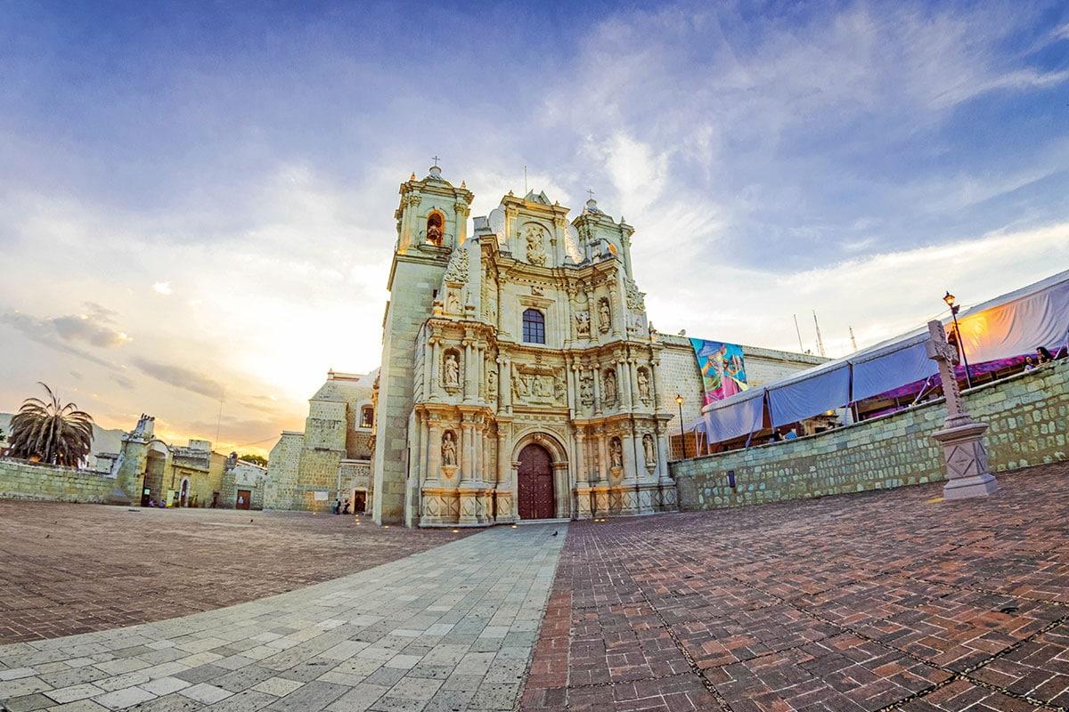 La Basílica de Nuestra Señora de la Soledad se ubica en el Centro Histórico de Oaxaca.