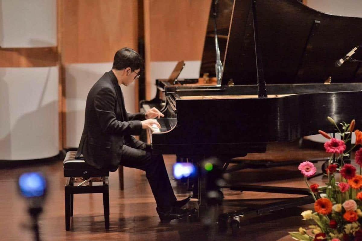 Entre los mejores pianistas del mundo, profesor de la UCLG.