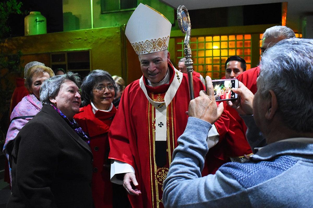El Arzobispo Primado de México con la comunidad de Santo Tomás Moro. Foto: Ricardo Sánchez/DLF.