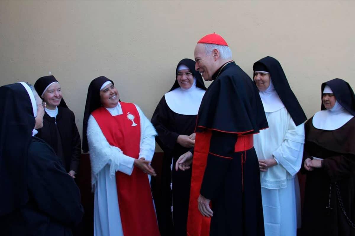 El Cardenal Aguiar con las abadesas distintas congregaciones de vida contemplativa. Foto Javier Juárez