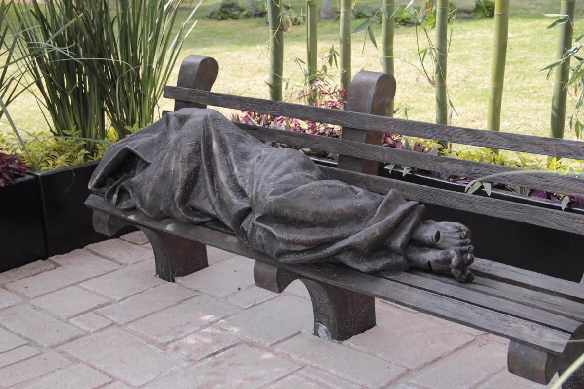 La estatua 'Jesús sin hogar' en la Catedral Metropolitana de México; está en el patio de los canónigos, al que se ingresa por la calle de Guatemala. Foto: Alejandro García/DLF.