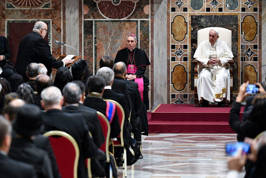 Papa Francisco en reunión con cardenales en Roma. Foto: LOR