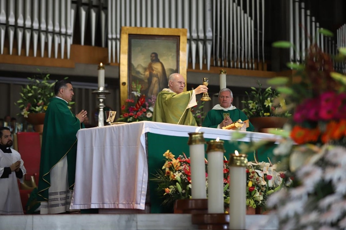 El Arzobispo Carlos Aguiar en la Basílica de Guadalupe. Foto: María Langarica/DLF