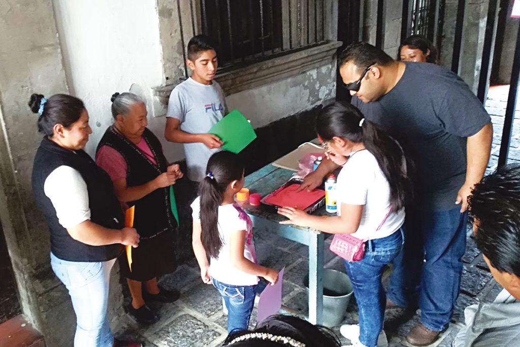 Colectivo Karem Tá Merced imparte talleres en la parroquia. Foto Ricardo Sánchez