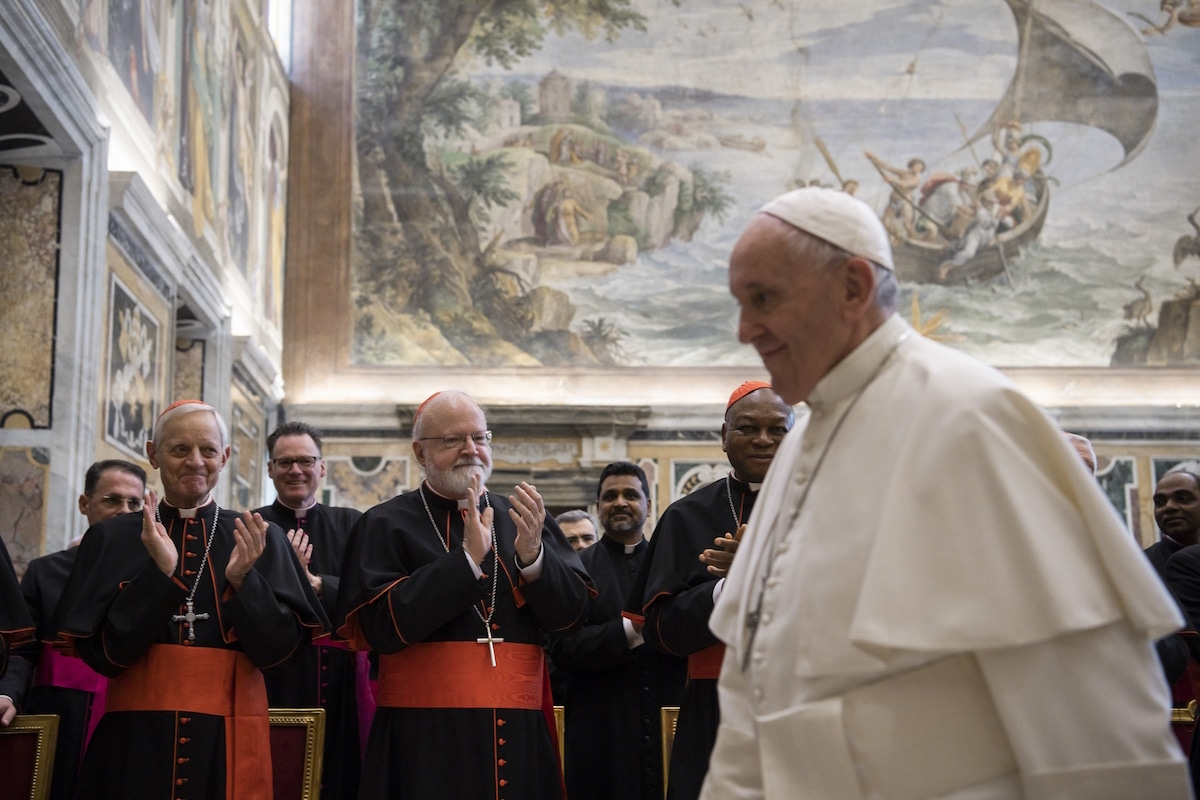 El Papa Francisco con miembros de la Congregación de la Doctrina de la Fe. Foto: Vatican Media