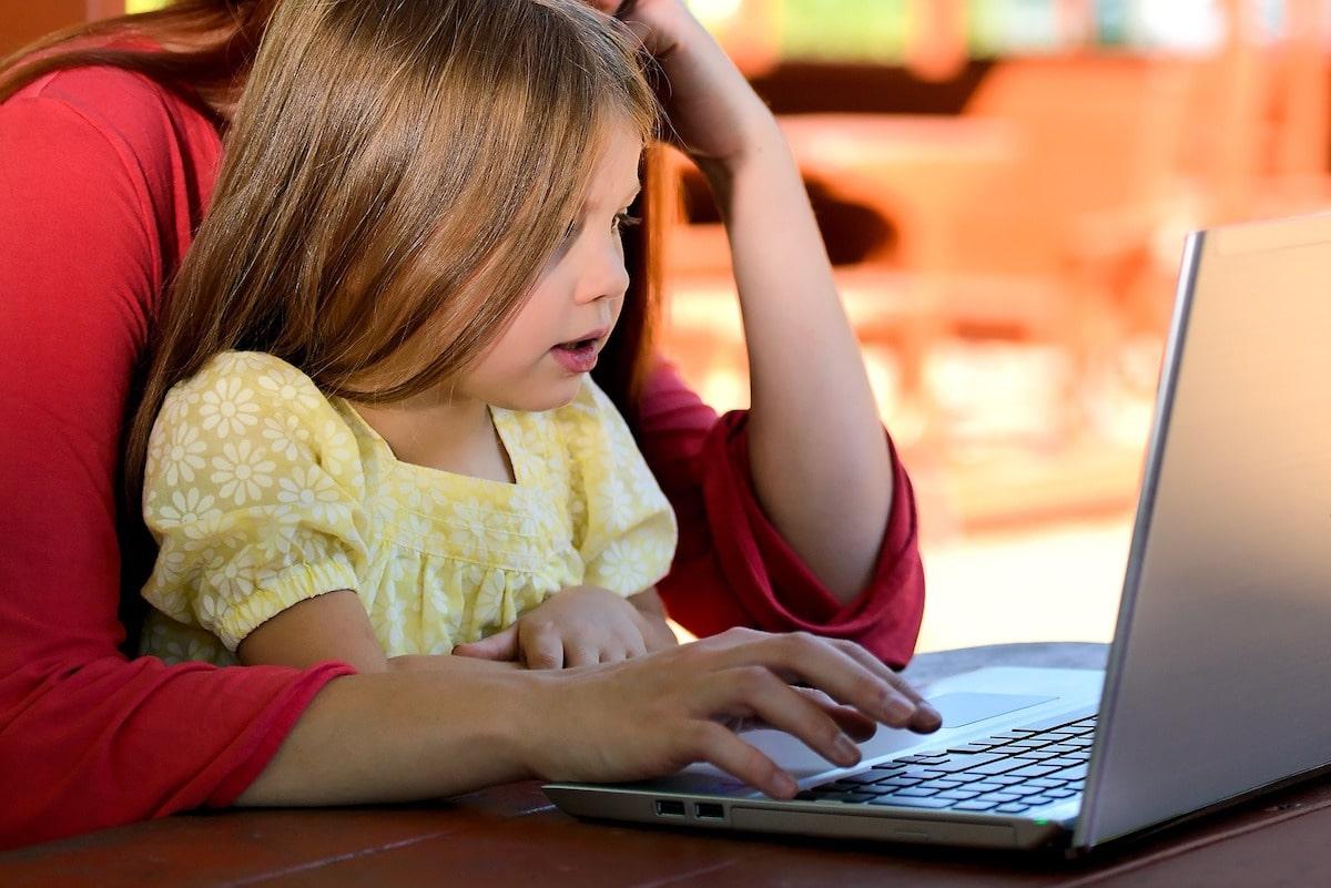Es importante hablar con los niños sobre la violencia para poder orientarlos. Foto: Pixabay