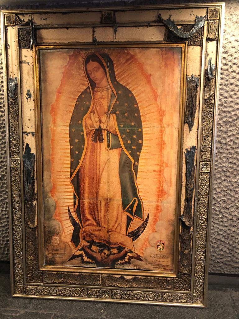 El marco quedó dañado, pero la imagen de la Virgen de Guadalupe intacta. Foto: Basílica de Guadalupe
