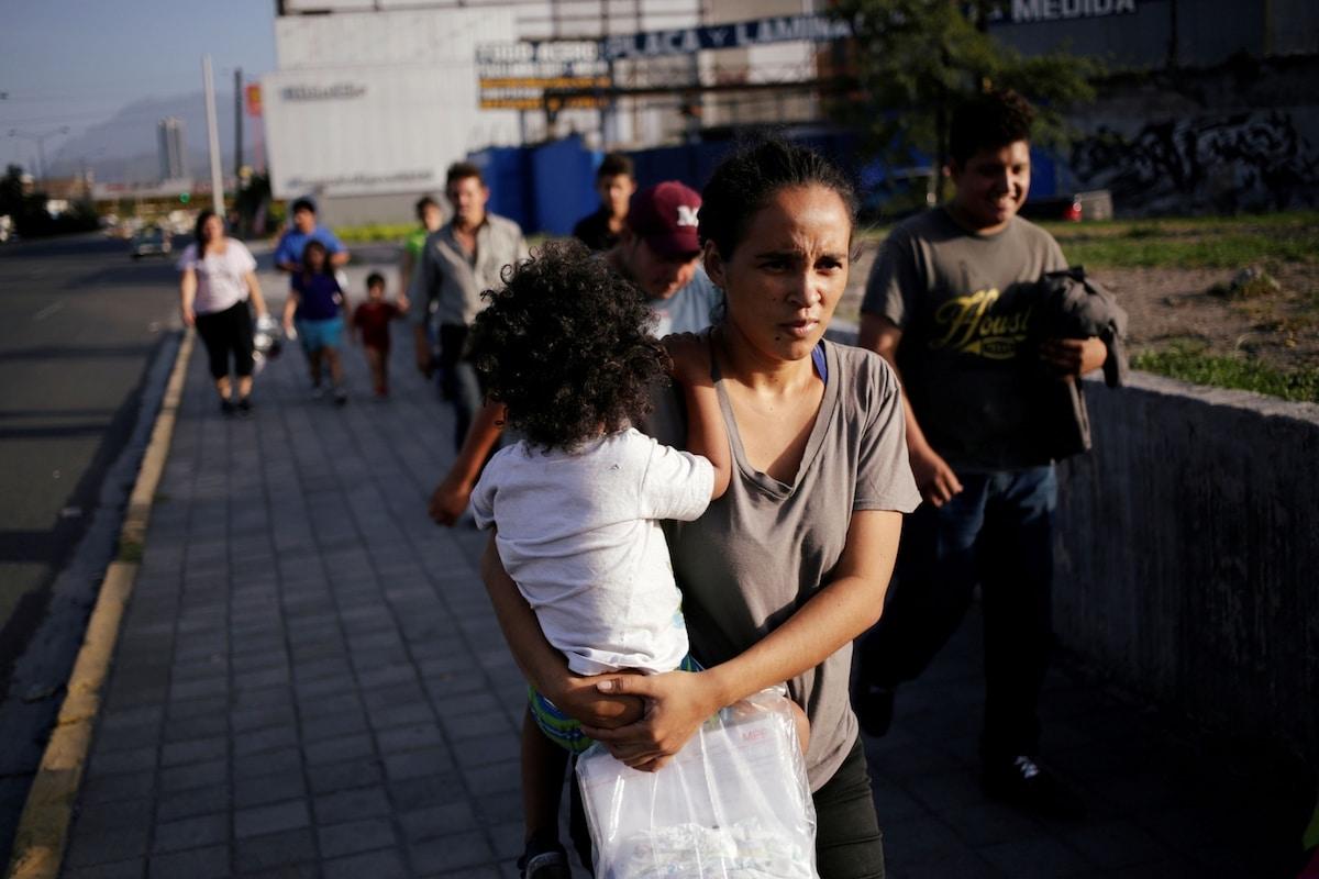 Migrantes centroamericanos regresan de Estados Unidos a Nuevo Laredo, México. Foto: Daniel Becerril/Reuters