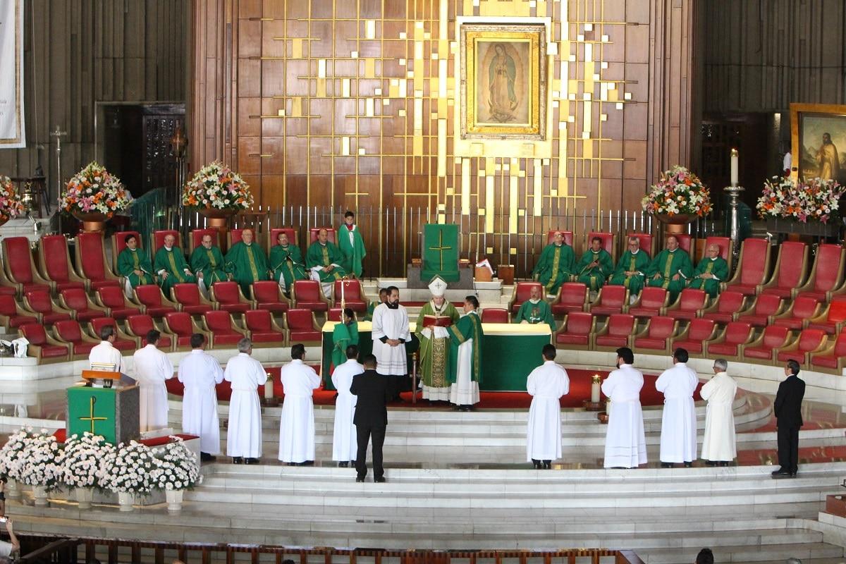 Los 10 candidatos al diaconado que recibieron el ministerio de lectores. Foto: INBG