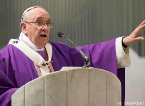 ¿Es cierto que el Papa Francisco cambió el ayuno por actos de caridad?