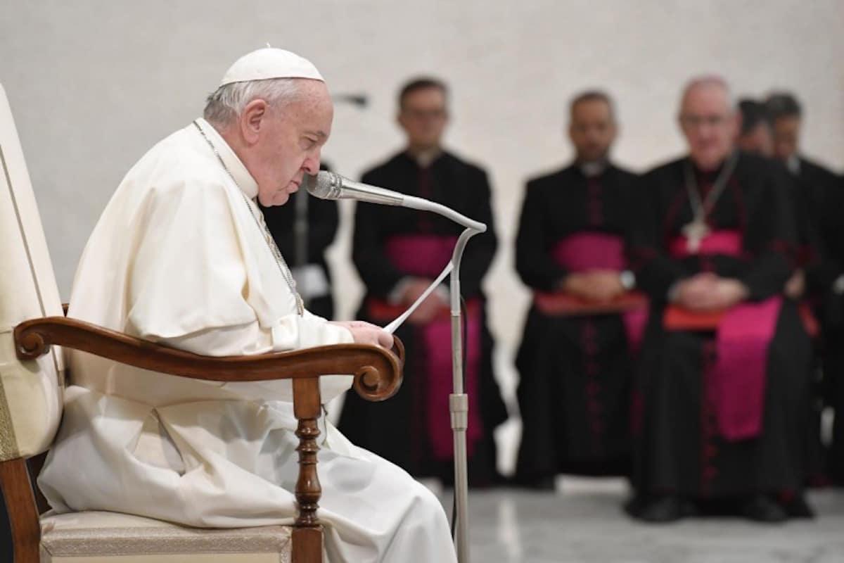 El Papa Francisco rezando. Foto: Vatican Media