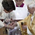 ¿Es pecado recibir la Comunión en la mano?
