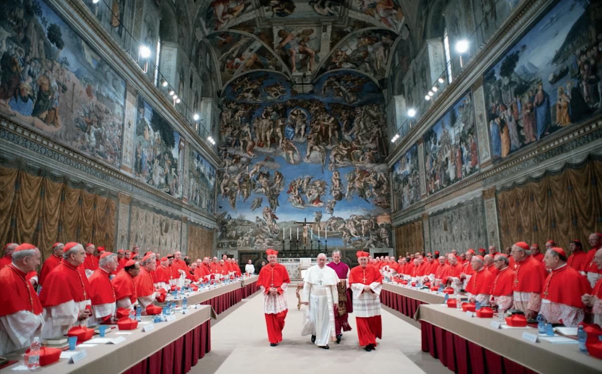 El Papa Francisco sale del cónclave recién elegido. Foto: L'Osservatore Romano