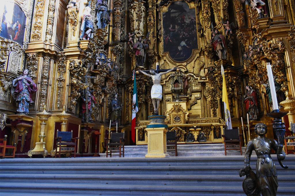 El Señor de la Salud fue ubicado temporalmente en el Altar de los Reyes de la Catedral Metropolitana. Foto: Ricardo Sánchez