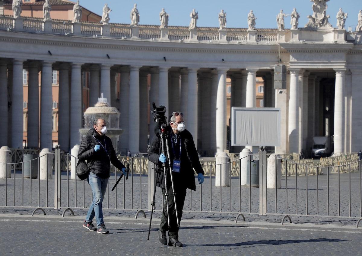 Fotógrafos en la Plaza de San Pedro. Foto: Pablo Esparza
