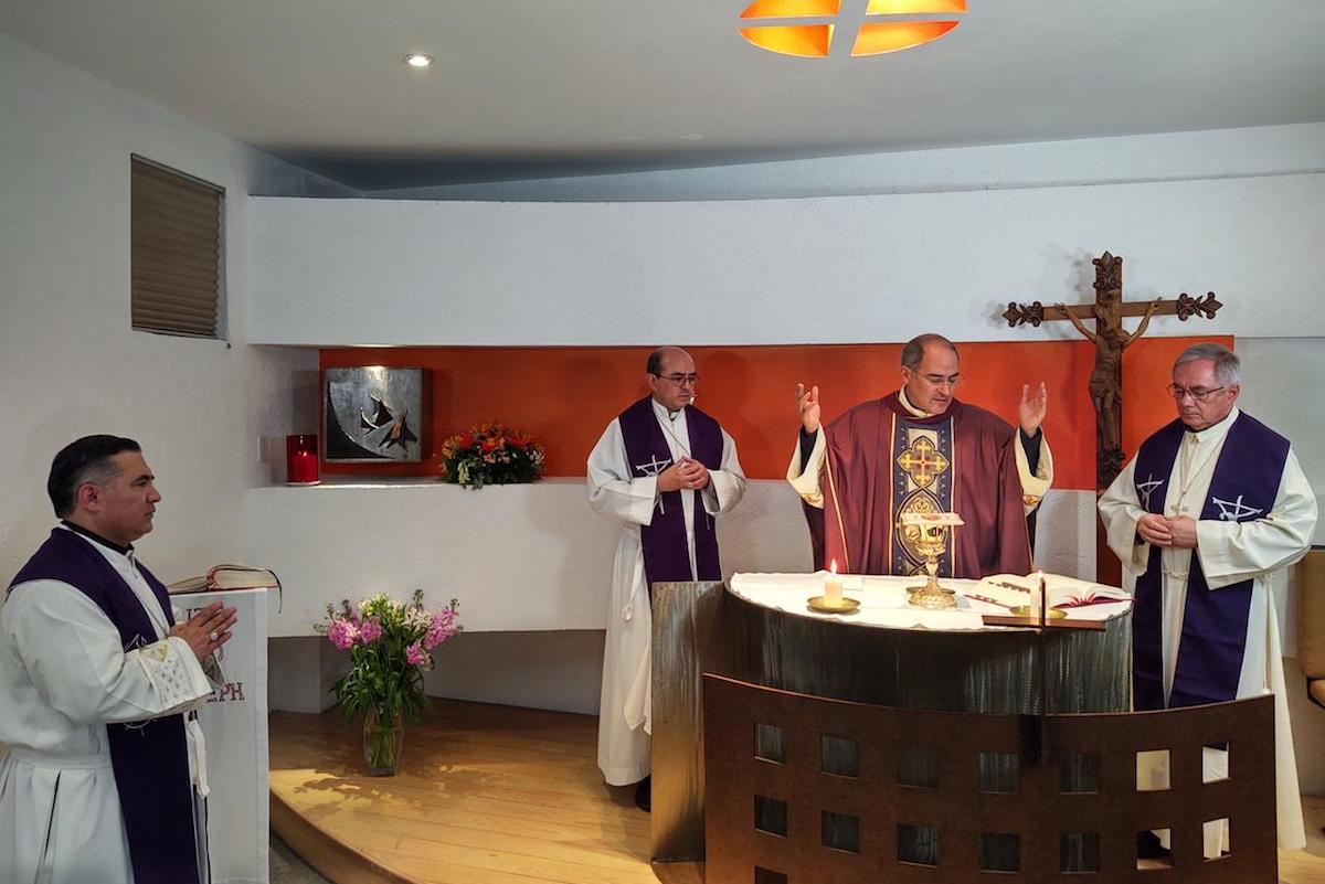 Obispos Auxiliares de la Arquidiócesis de México celebran la Santa Misa. Foto: Ricardo Sánchez